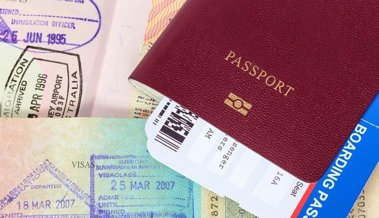 contratar a extranjeros billetes y pasaporte
